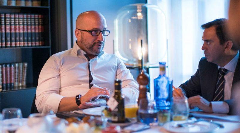 De izquierda a derecha: Luis Hernández, Director de Marketing, Comunicación, Digital Transformation & eCommerce en Worten España y Juan Carlos Lozano, CEO de DIR&GE.