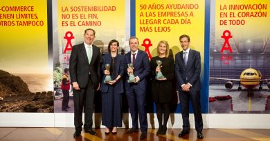 La Secretaria de Estado de Comercio entrega el Gran Premio a la Exportación de los Premios DHL Atlas