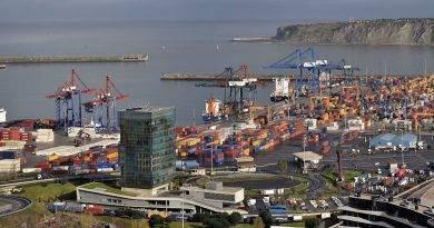 El puerto de Bilbao cierra el primer semestre con un descenso contenido