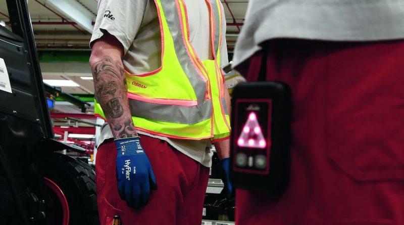 Ropa inteligente para la prevención y rastreo de contagios en espacios logísticos e industriales